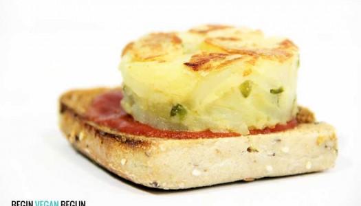 Tortilla de patata vegana con pimientos