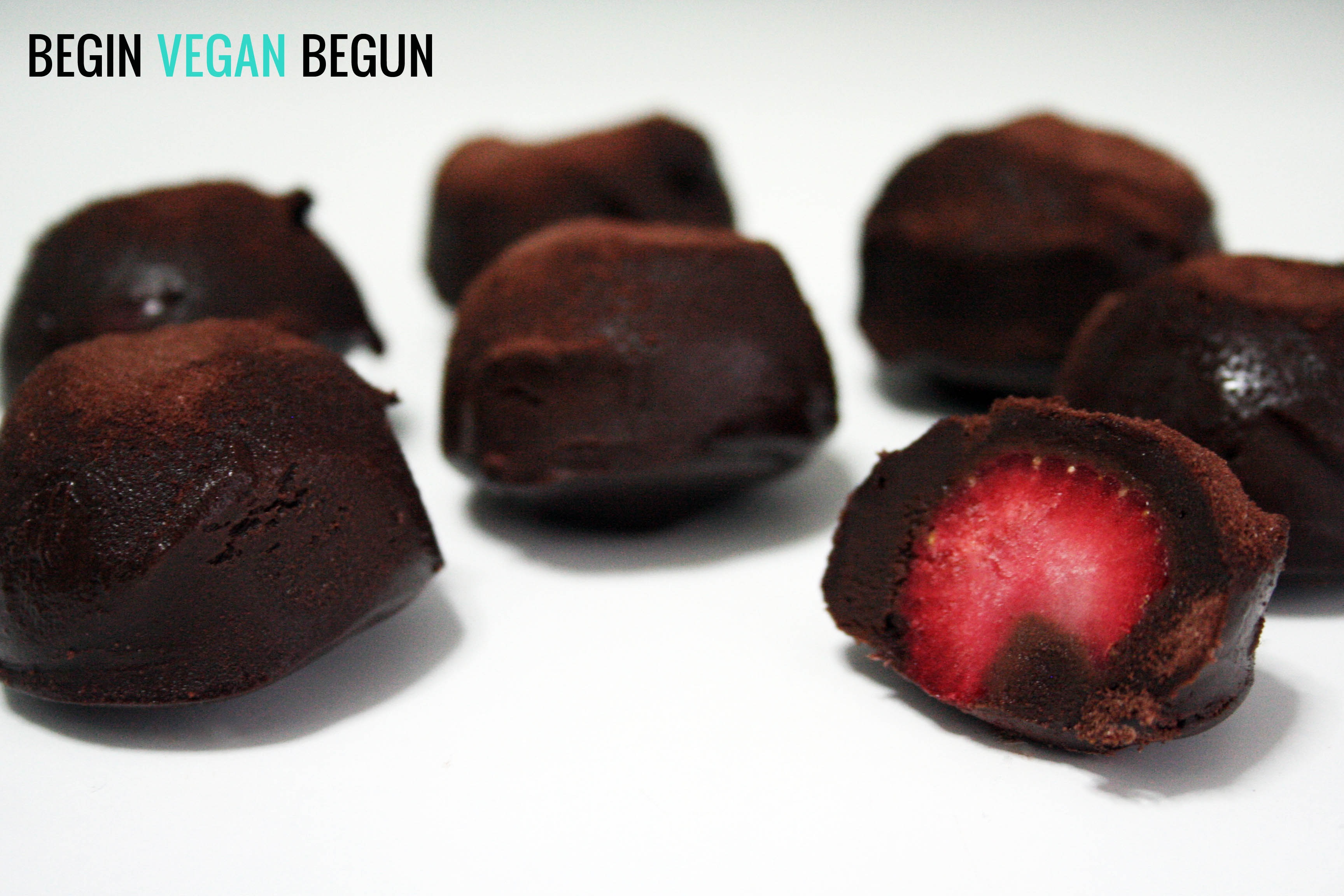 Bombones veganos de fresa y chocolate