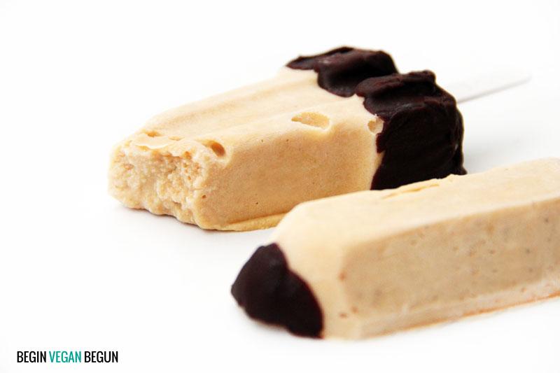 helados veganos de plátano y chocolate