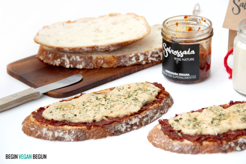 Tosta de sobrasada vegana con queso de anacardo