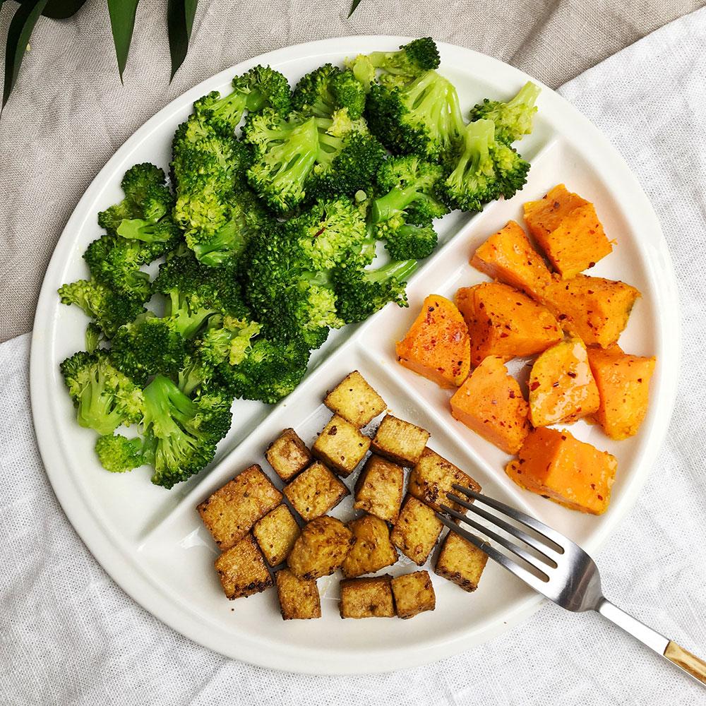 Plato completo: Tofu a la plancha con boniato y brócoli